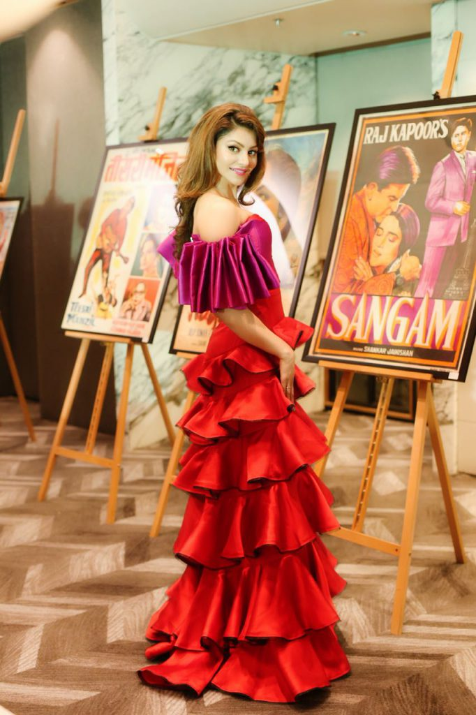 Urvashi Rautela inaugurates OSIAN'S IIFA Cinema heritage exhibition event at IIFA 2018!