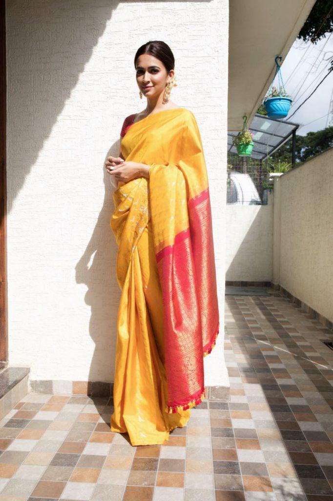 Kriti Kharbanda aces the traditional look sporting her mother's Kanjeevaram saree!
