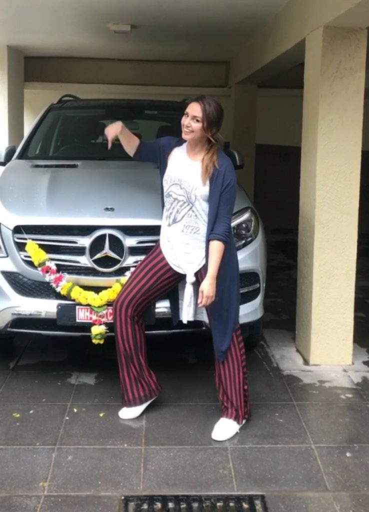 huma-qureshi-with-her-car