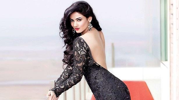 Sonal Chauhan 2018: Sonal To Feature In Mahesh Manjrekar's Next !