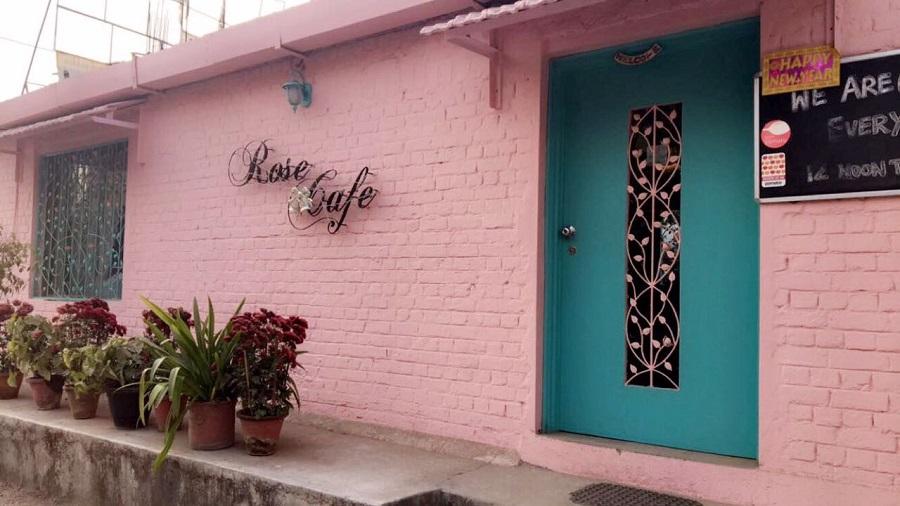 Rose Café, Saket