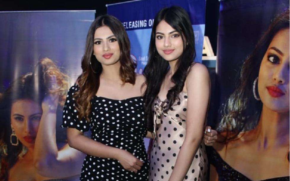 Aashna & Khushi