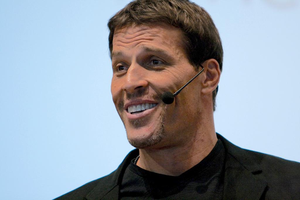 Tony-Robbins-motivatinal-speaker