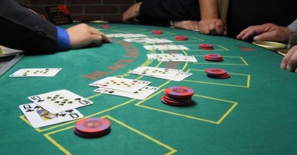 Avoid 5s in Blackjack of Gambling Online